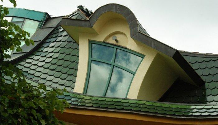 Самый кривой домик в Польше, является настоящей достопримечательностью (Krzywy Domek)